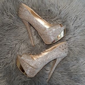 BODY CENTRAL size 8 gold high heels with spikes